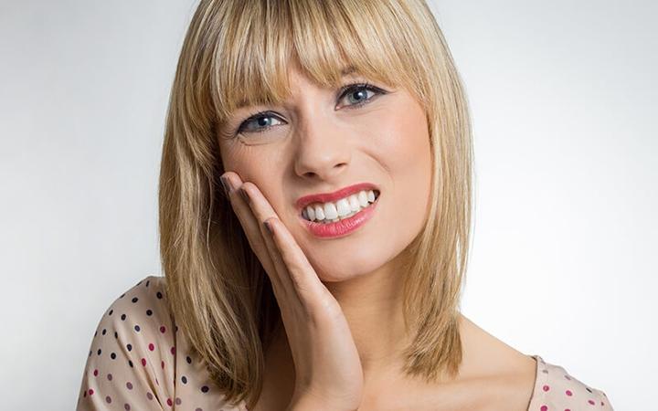 o que causa sensilidade nos dentes?