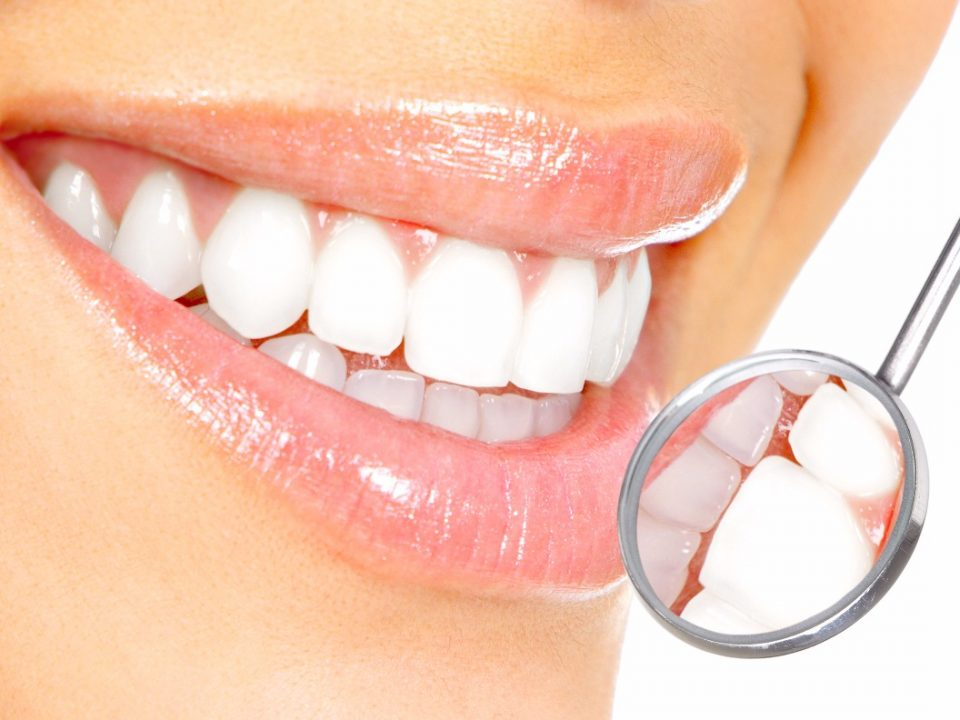 Devolver a harmonia a um sorriso desgastado, envelhecido ou mesmo detendo problemas de formação, com dentes girados ou separados naturalmente, não parece fácil.